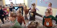 Niedźwiadek -zabawa ruchowa ześpiewem