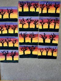 Drzewa natle zachodu słońca- malowanie farbą plakatową