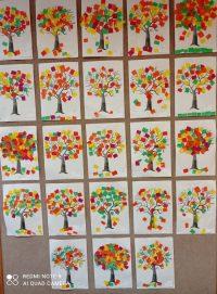 Jesienne drzewo wyklejane kolorowymi bibułkami