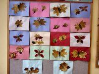Jesienne kompozycje – prace zzasuszonych liści (motyle, jeże, jeleń).