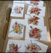 Jesienne liście- malowanie bibułą.