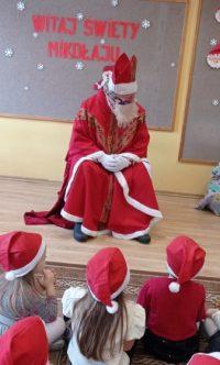 Mikołaj wśród dzieci