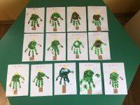 Metry Christmas- Kartki świąteczne uzyskane poprzez odcisk dłoni dzieci.