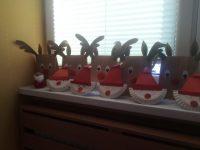 Mikołaje- praca przestrzenna zpapierowego talerzyka iczerwonego papieru