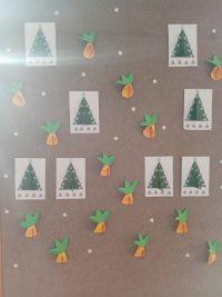 Świąteczne dzwonki-praca przestrzenna zkartonu ikoralików