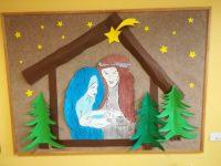 Dekoracja tablicy - Szopka betlejemska przedstawiająca Maryję, Józefa iJezusa