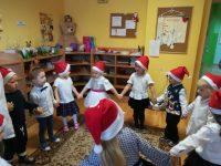 Wspólny taniec przedprzybyciem św.Mikołaja