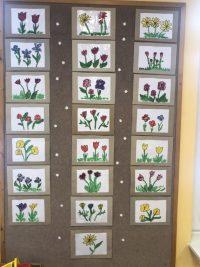 Kwiaty malowane farbami plakatowymi nafolii- Laurka dla Babci iDziadka.