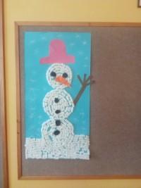 Bałwanek - praca grupowa wykonana zpianek ikolorowego papieru