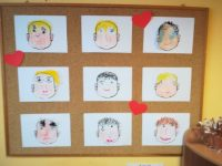 Dziadek – rysowanie pastelami olejnymi brakujących części twarzy
