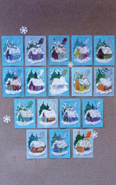 Ośnieżony dom malowany farbami plakatowymi, śnieg uzyskany poprzez przyklejenie waty