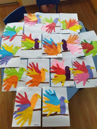 Papuga- praca plastyczna zkolorowego papieru