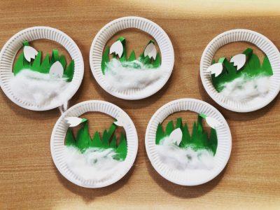 Przebiśniegi- praca plastyczna ztalerzyka papierowego igotowych elementów