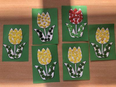 Tulipany- przyklejanie plasteliny wposzczególne miejsca