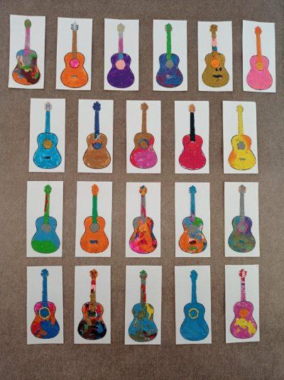 Gitara - praca wykonana techniką malowania plasteliną