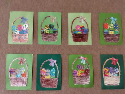 Koszyczek wielkanocny- nakolorowych kartkach przyklejane pomalowane flamastrami pisanki ikoszyczek