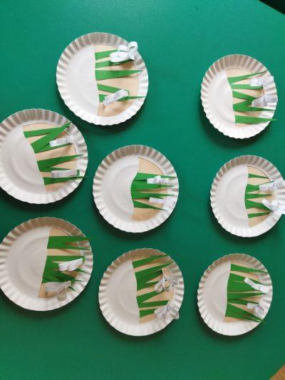 Przebiśniegi praca zpapierowych talerzyków