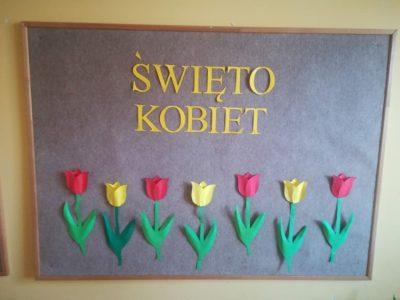 Dekoracja tablicy – napis Święto Kobiet