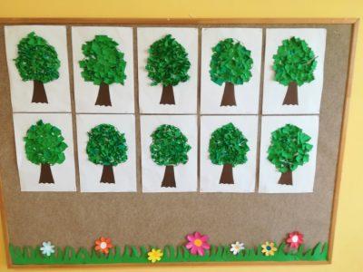 Drzewo – wypełnienie konturu wyciętymi kawałkami papieru koloru zielonego ibrązowego
