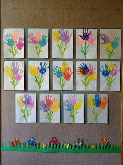 Bukiet kwiatów - stemplowanie dłonią przy użyciu farb plakatowych