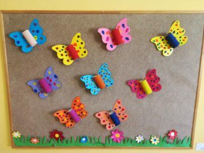 Motyl – praca wykonana zrolki papieru toaletowego, papieru kolorowego, malowanie farbami plakatowymi