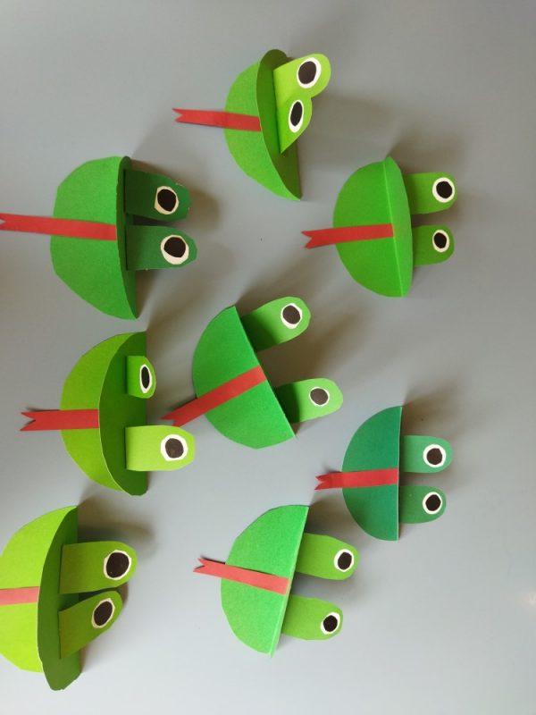 Żabki- praca przestrzenna zpapieru