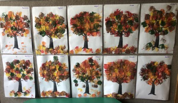 Drzewa jesienią- stemplowanie gąbką