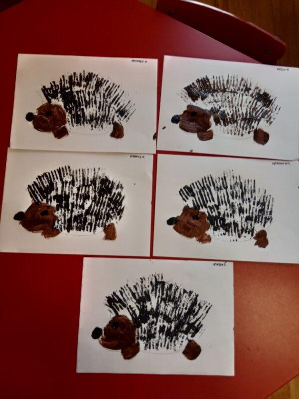 Jeżyki malowanie farbami zapomocą widelca
