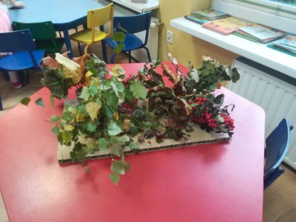 Las jesienią - praca zbiorowa (3 - latki) makieta wykonana zmateriałów przyrodniczych