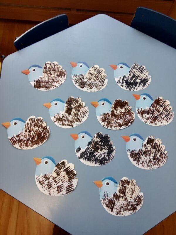 Ptak malowanie farbami zapomocą widelca