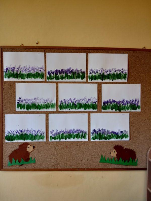 Wrzosowe łąki malowanie farbami zapomocą patyczków kosmetycznych ipędzla